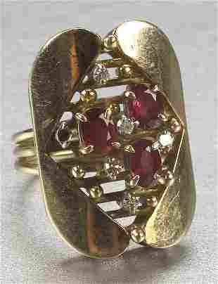 A 14K YELLOW GOLD, RUBY AND DIAMOND RING