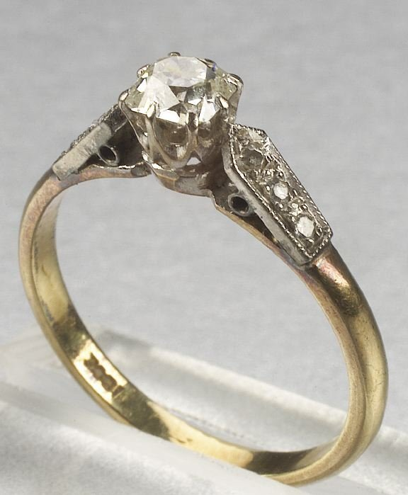 338: A 18K YELLOW GOLD, WHITE GOLD AND DIAMON