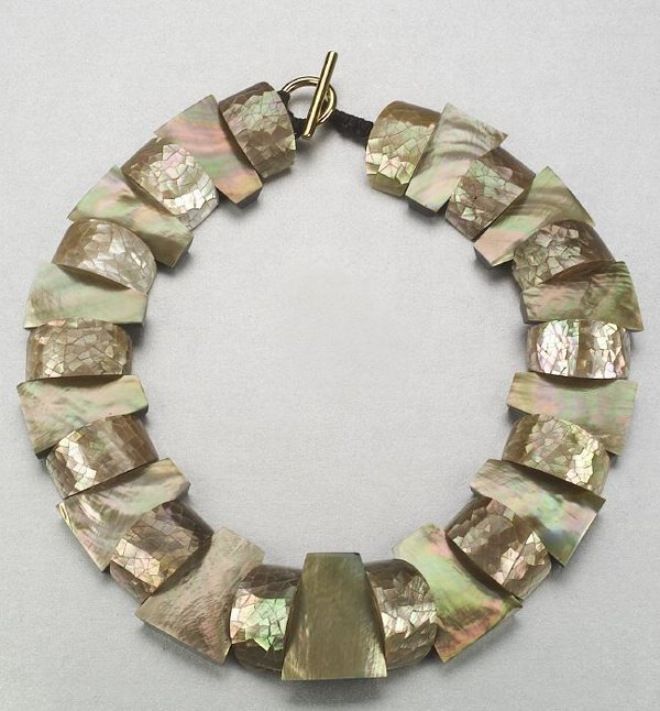 344: A BROWN AND GOLDEN MOTHER OF PEARL NECKL