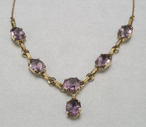 346: A 14K YELLOW GOLD AND AMETHYST NECKLACE,