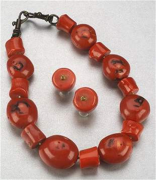 A NATURAL CORAL BEAD NECKLACE AND EARRIN