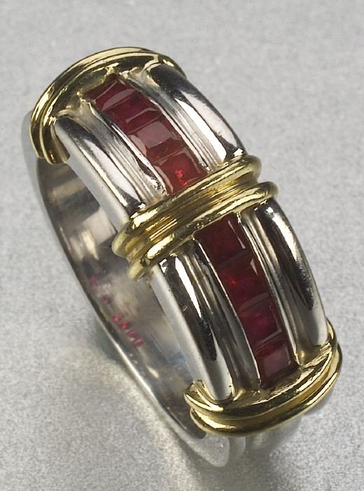 350: AN 18K YELLOW GOLD, WHITE GOLD AND RUBY