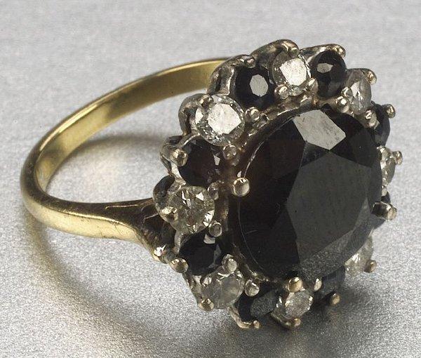 354: AN 18K YELLOW GOLD, SAPPHIRE AND DIAMOND