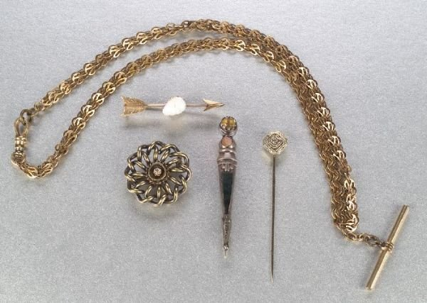 661: A GROUP OF MISCELLANEOUS JEWELRY. Includ