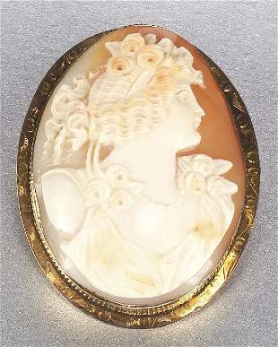 A 14K YELLOW GOLD SHELL CAMEO. Designed