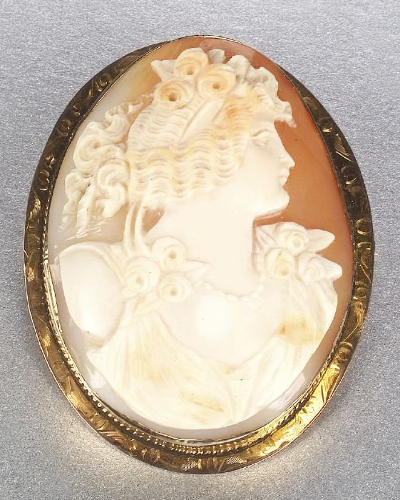 663: A 14K YELLOW GOLD SHELL CAMEO. Designed