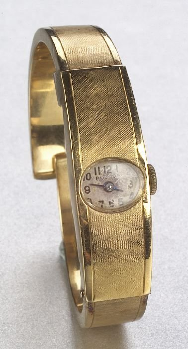 666: A LADY'S 14K YELLOW GOLD WRISTWATCH. Sig