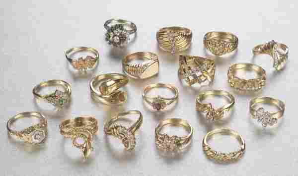 A COLLECTION OF LADY'S RINGS. Featuring