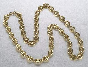 AN 18K YELLOW GOLD NECKLACE. Of Gucci st