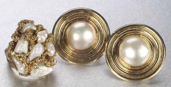 676: A GROUP OF PEARL JEWELRY. Includes a pai