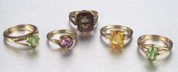 679: A GROUP OF SEMI-PRECIOUS STONE RINGS. In
