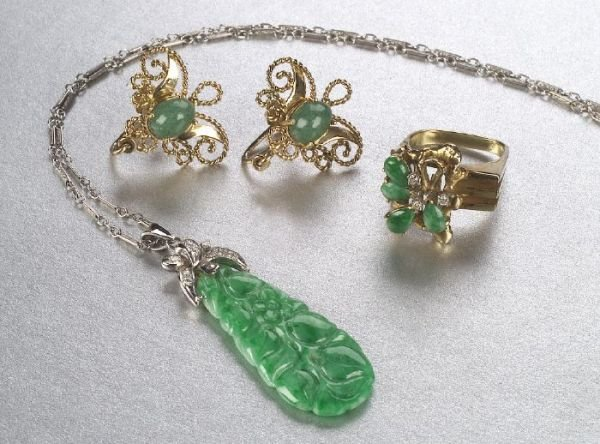 681: A GROUP OF JADE JEWELRY. Includes a carv