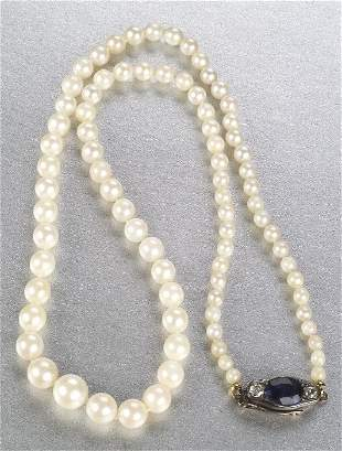 A WHITE CULTURED PEARL NECKLACE. Featuri