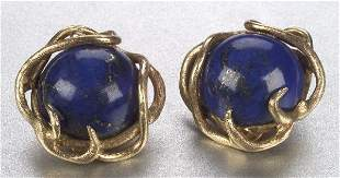 A PAIR OF 14K YELLOW GOLD AND LAPIS EARC