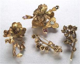 A COLLECTION OF NATURALISTIC BROOCHES. S