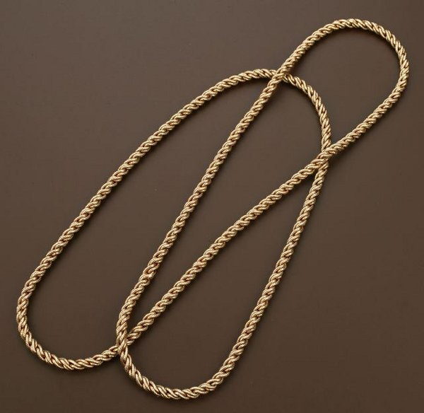 704: AN 14K YELLOW GOLD NECKLACE. Of stylized