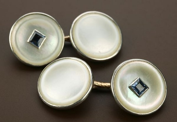 705: A PAIR OF 14K YELLOW GOLD AND SAPPHIRE C