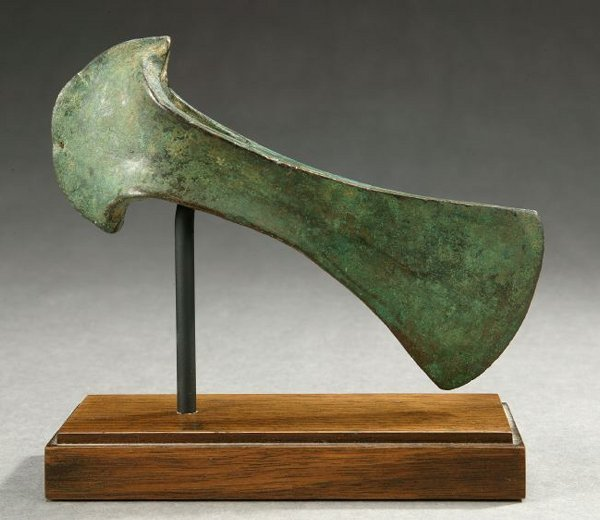 2: AN ANCIENT OXIDIZED COPPER AXE-ADZE. - 8 3/8 in. lon