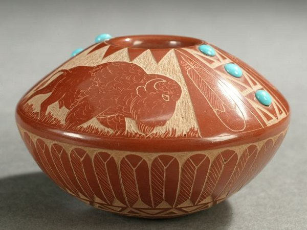 9: A NATIVE AMERICAN MINIATURE CARVED RED POTTERY SEED