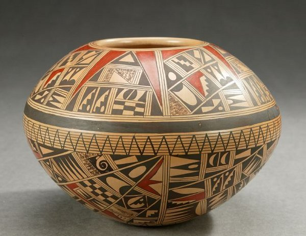 16: A NATIVE AMERICAN POLYCHROME POTTERY SEED POT, Rond