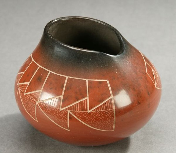 24: A NATIVE AMERICAN PORCELAIN POT, Polly Rose Folwell
