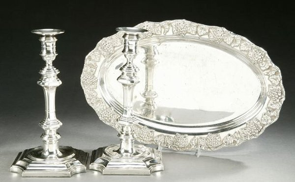752: A PAIR OF GEORGE II STYLE SILVERPLATED CANDLESTICK