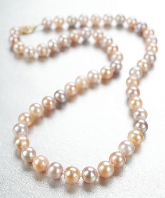 1268: A CULTURED FRESHWATER PEARL NECKLACE.