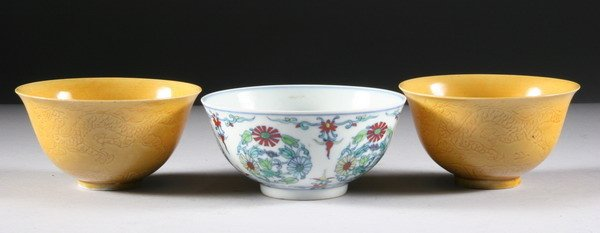 32: THREE CHINESE PORCELAIN BOWLS, - 4 1/4 in.; 4 in. d
