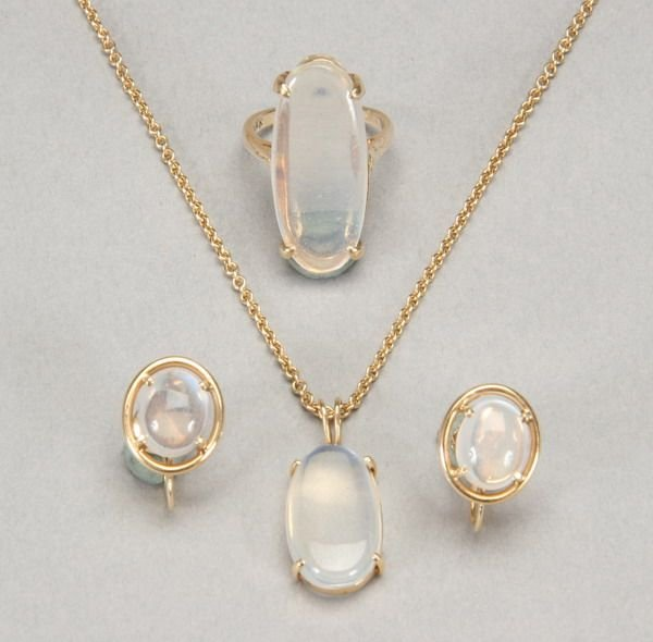 999: SUITE YELLOW GOLD AND MOONSTONE JEWELRY.