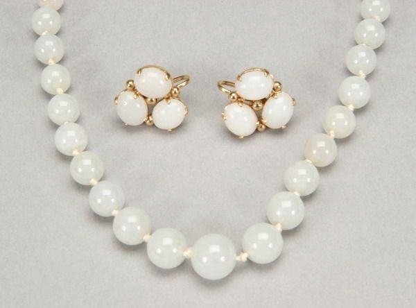 1001: JADE BEAD NECKLACE WITH PAIR EARRINGS.