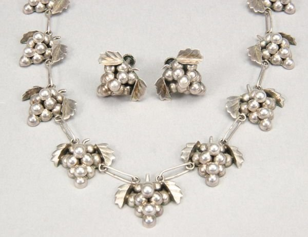 1006: MEXICAN STERLING SILVER NECKLACE WITH MATCHING EA