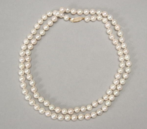 1009: 30 IN. MATCHED CULTURED PEARL NECKLACE.