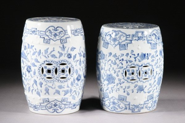 5: NEAR PAIR CHINESE BLUE AND WHITE PORCELAIN GARDEN SE