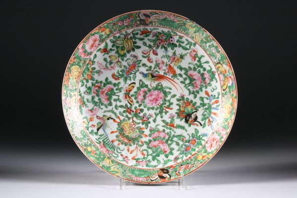 9: CHINESE ROSE CANTON PORCELAIN CHARGER, 19th century.