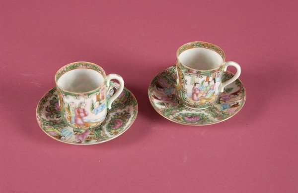 11: EIGHT CHINESE ROSE MEDALLION DEMITASSE CUPS AND ELE