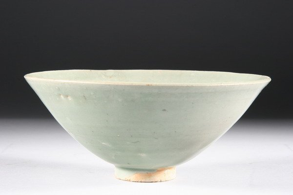 14: CHINESE CELADON PORCELAIN BOWL, Song dynasty. - 7 1