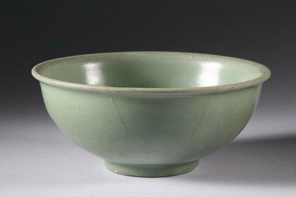 16: CHINESE CELADON PORCELAIN BOWL, Ming dynasty. - 8 i