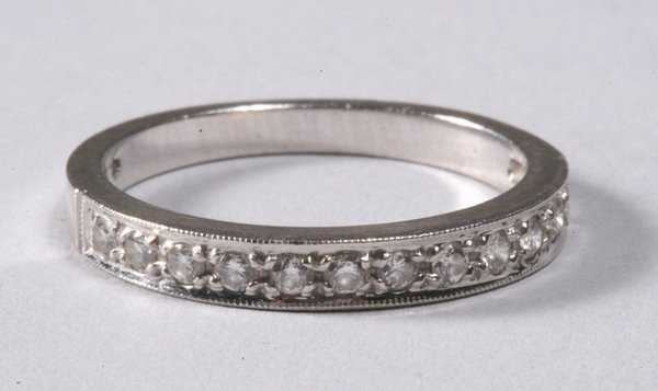 1016: 14K WHITE GOLD AND DIAMOND BAND.