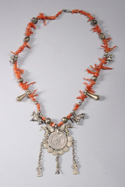 1021: PERUVIAN BRANCH CORAL NECKLACE WITH ANTIQUE SPANI