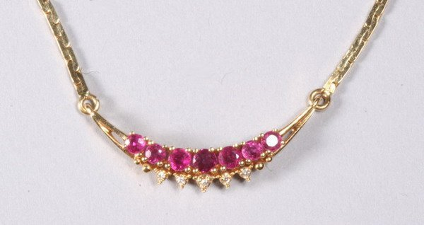 1024: 18K YELLOW GOLD, RUBY AND DIAMOND NECKLACE.