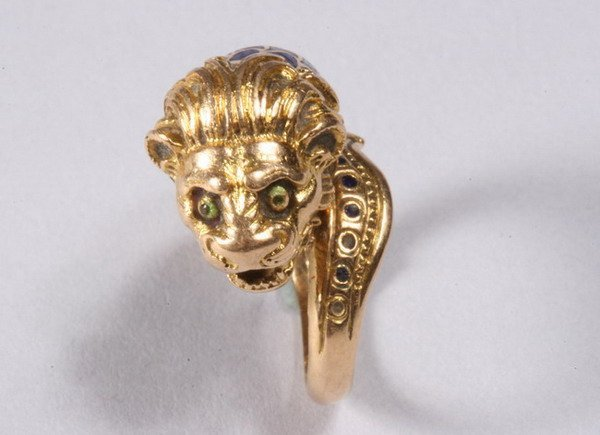 1035: 18K YELLOW GOLD AND ENAMEL RING.