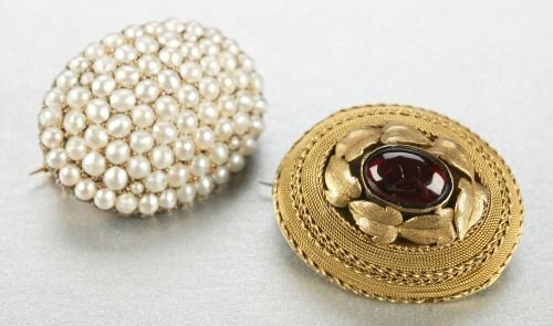 606: TWO VICTORIAN BROOCHES.