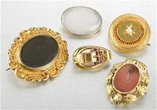 A COLLECTION OF VICTORIAN BROOCHES.