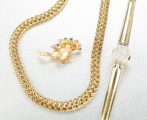 611: A COLLECTION OF 14K YELLOW GOLD JEWELRY.