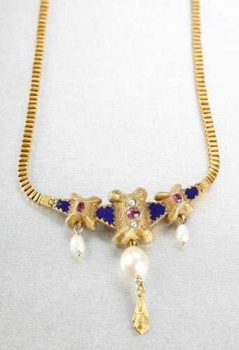 612: AN 18K YELLOW GOLD, ENAMEL, RUBY AND PEARL NECKLAC
