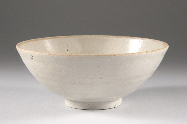 6A: CHINESE GREY GLAZED PORCELAIN BOWL, Song dynasty. -