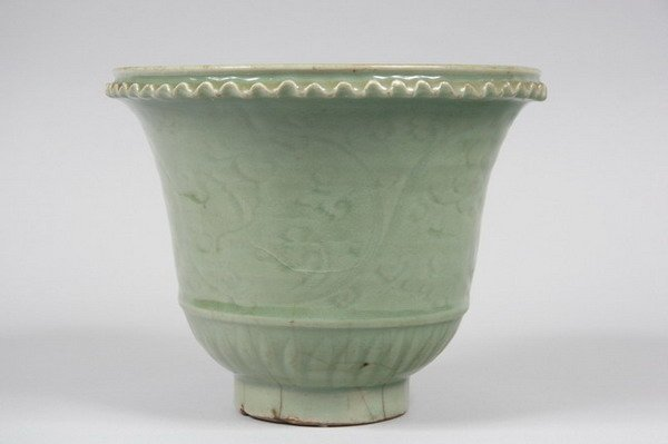 13: CHINESE CELADON PORCELAIN CACHE POT, Ming dynasty.
