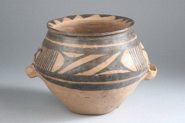 2: CHINESE NEOLITHIC POTTERY VESSEL. Banshan phase, 260