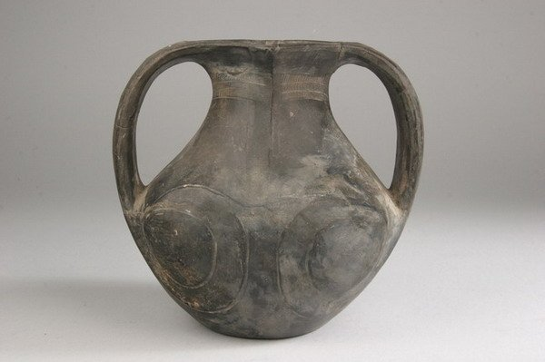 15: CHINESE BLACK POTTERY AMPHORA, Han dynasty. - 6 3/4
