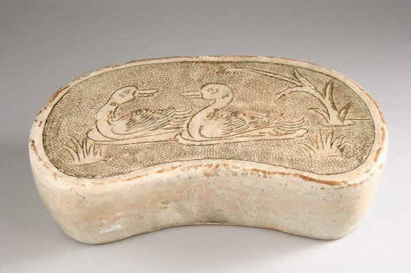 20: CHINESE CIZHOU PORCELAIN PILLOW, Song dynasty, Chan